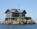 Khám phá ngôi nhà nằm chênh vênh trên mỏm đá giữa biển