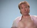 Người đàn ông kiếm bộn tiền khi sở hữu bộ ngực như phụ nữ