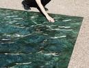 Độc đáo hồ bơi làm từ đá cẩm thạch trông giống như thật