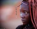 Cuộc sống du mục ở bộ tộc phụ nữ quen để ngực trần