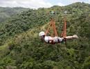"""Trải nghiệm cảm giác """"bay"""" trên đường cáp zipline được mệnh danh """"Quái vật"""""""