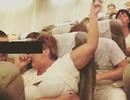 Du khách phơi bụng mỡ, mang búp bê tình dục lên máy bay