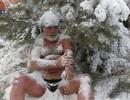 Xem người dân tắm dưới cái lạnh -30 độ C và massage bằng... tuyết