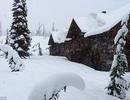 Tuyết bất ngờ rơi ở những địa điểm nóng nhất thế giới