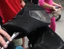Người dân xếp hàng nhận lại xe máy phủ bụi sau vụ cháy chung cư Xa La