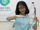 Màn ảo thuật độc đáo giữa chai nước và chiếc ống hút