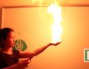Thủ thuật làm lửa bùng cháy trên tay mà không gây bỏng rát