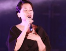 Con gái An Thuyên nghẹn ngào hát trong đêm nhạc tưởng nhớ cha