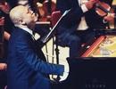 Thí sinh Idol diễn solo piano trong chương trình hòa nhạc Toyota