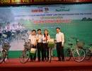 Học trò nghèo Bình Định đón nhận 400 triệu đồng cùng 200 chiếc xe đạp