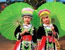 Xúng xính thiếu nữ Mông trong bộ trang phục du Xuân