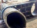 Đường ống nhựa dài gần 100m mắc lưới ngư dân trên biển