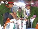 Bắt quả tang cơ sở đưa 7 tạ mỡ bẩn đi Hà Nội tiêu thụ