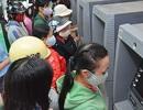 Nhọc nhằn dân quê đi rút tiền ngân hàng tiêu Tết