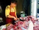 Cân điêu, ăn bớt: Hàng thịt giở trò xấu với khách