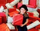 Bé 8 tuổi cả năm dành tiền mua quà Noel cho bệnh nhi