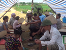 Hà Nội: Người dân dựng lều ăn ngủ dưới chân núi, phản đối xây nhà máy rác
