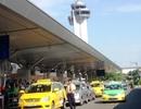 Máy bay đáp xuống Tân Sơn Nhất bị trượt bánh khỏi đường băng