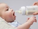 """Tranh cãi thông tin """"sữa thay thế sữa mẹ = sữa bò + hoá chất"""""""