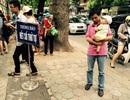 Hà Nội: Chen lấn xếp hàng chờ tiêm vắc xin 5 trong 1 dịch vụ