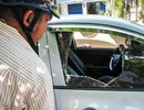 CSGT bắt đối tượng dùng kiếm chém người, đập phá xe ô tô