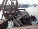 Tàu chở khách đâm hỏng tàu du lịch rồi bỏ chạy