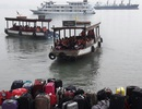"""Vận chuyển """"chui"""" gần 40 du khách ra Vịnh Hạ Long?"""
