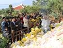 Hàng ngàn người đến viếng mộ Đại tướng ngày đầu Xuân