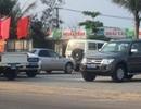Xe biển xanh đỗ la liệt trước quán nhậu trong giờ hành chính