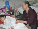 Không có bố, mẹ bỏ đi, cậu bé 12 tuổi nằm chờ chết vì không có tiền mổ u tiểu mầm