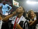 Siêu phẩm của Ronaldinho đẹp hơn của Yaya Toure?