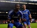 Eto'o lập hat-trick, Chelsea đè bẹp MU