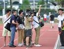 """Truyền thông Nhật Bản """"quây"""" HLV Miura để khai thác thông tin"""