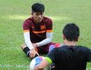 Đội trưởng U23 Việt Nam dính chấn thương, HLV Miura lo lắng