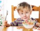 Giúp trẻ hiếu động hết biếng ăn