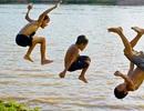Trời nóng, trẻ dễ bị ngạt nước