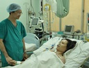 Hy hữu, mổ bắt con xong tiếp tục thay động mạch gốc cho mẹ
