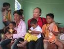 Cuộc sống mới của 8 mẹ con ăn chung 1 gói mì tôm, ngủ dưới đất