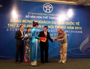 Hà Nội đón vị khách quốc tế thứ 2,5 triệu trong năm 2013