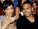 Chris Brown chia tay bạn gái để nối lại với Rihanna