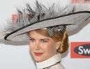 Nicole Kidman đội mũ lạ mắt
