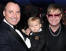 Elton John lại lên chức bố