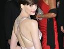 Vì sao Anne Hathaway không mặc váy Valentino dự Oscar?