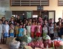 Ca sĩ Đức Minh mang 4 tấn rau củ làm từ thiện
