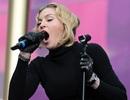 Madonna lộ mặt sưng phồng