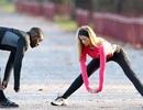 Hoa hậu Anh gợi cảm cả khi tập thể dục