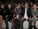Em gái cô Kim ngồi cạnh tổng biên tập tạp chí Vogue khi đi xem thời trang