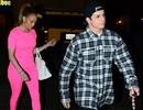 Jennifer Lopez diện đồ hồng rực đi ăn với bồ trẻ