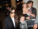 """Gia đình Victoria Beckham gây """"náo loạn"""" sân bay"""