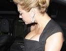"""Chiếc váy quá chật so với """"vòng một"""" của Kate Upton"""